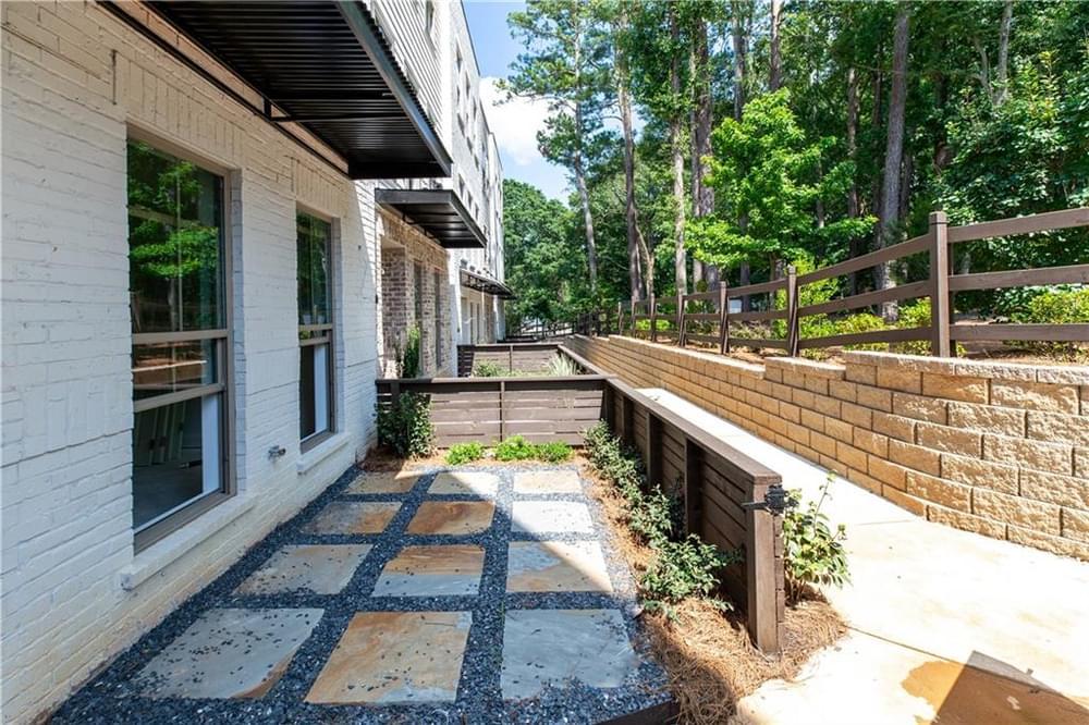 37 Courtyard. 855 Constellation Drive, 37, Decatur, GA