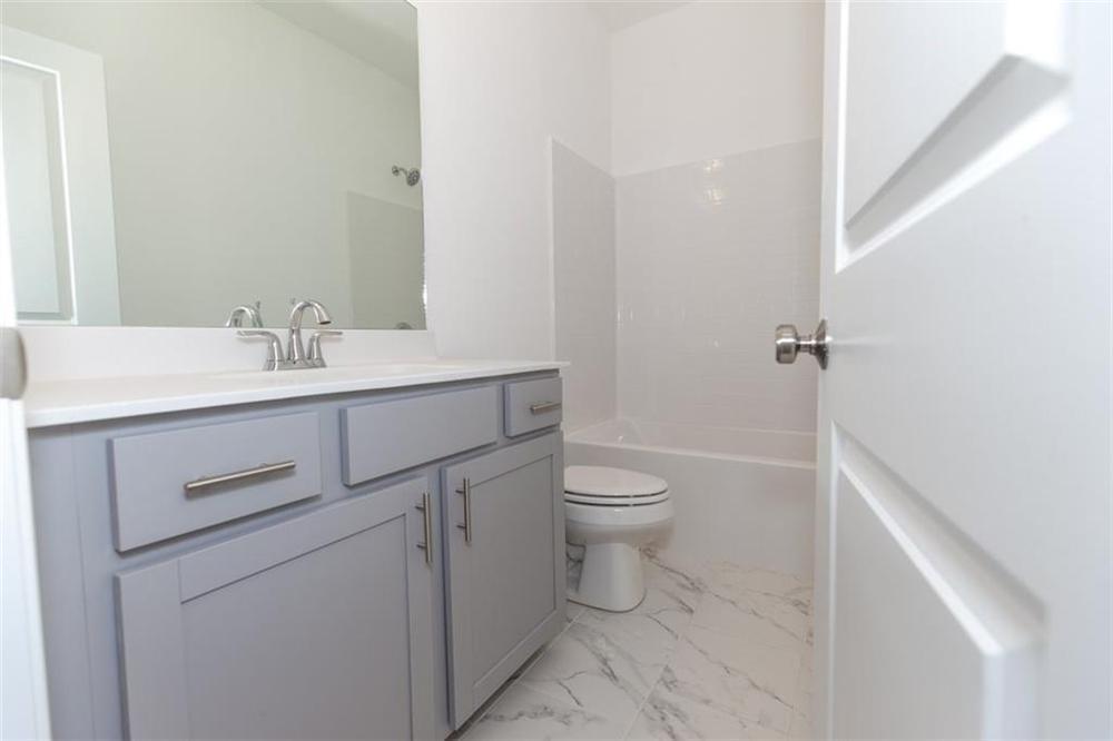 Secondary Full Bathroom . 2,141sf New Home in Duluth, GA